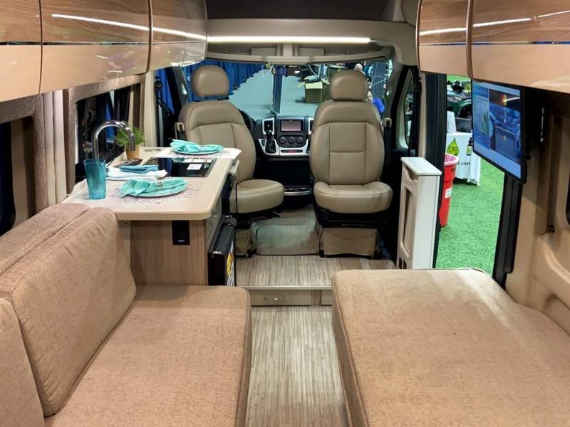 2020 Thor Motor Coach  20L