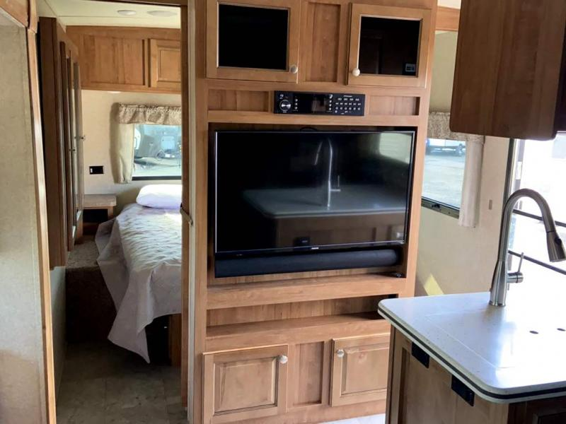 2018 Forest River ROCKWOOD SIGNATURE ULTRA LITE 8311WS
