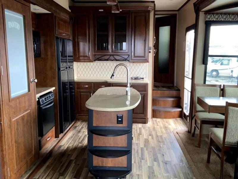 2015 Grand Design RV MOMENTUM 380TH