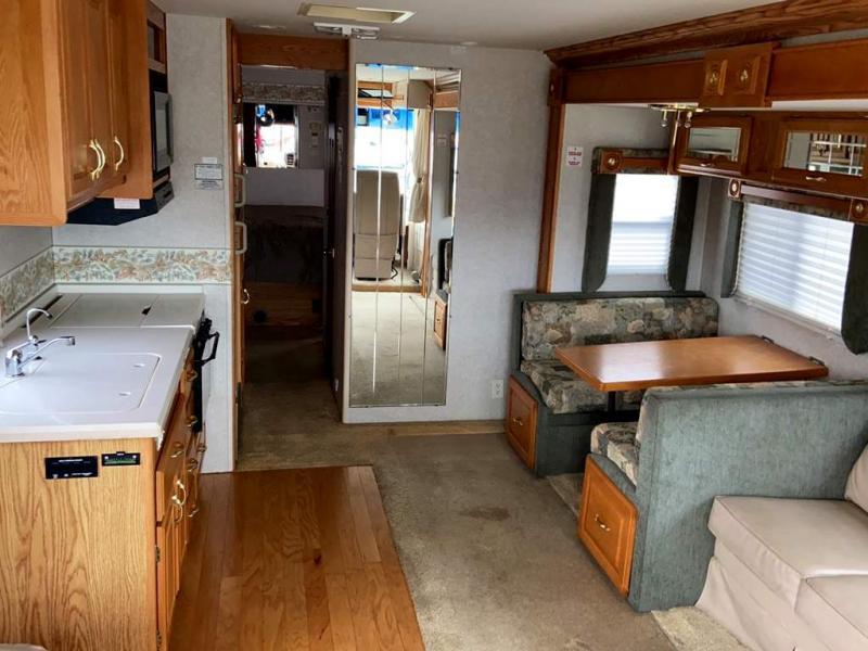 2002 Gulf Stream Coach Sun Voyager 8354