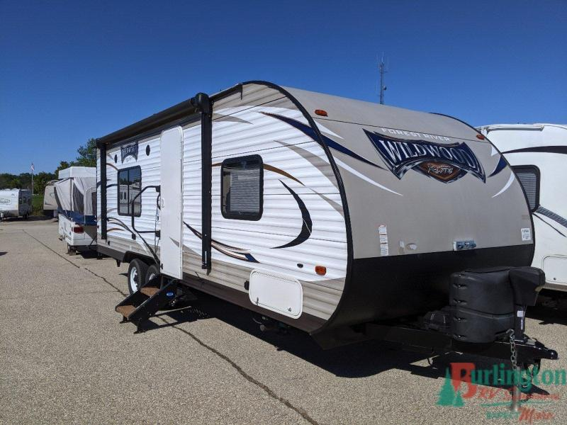 2016 Forest River Wildwood X-Lite 241QBXL - Sturtevant, WI - 13596A  - Burlington RV Superstore