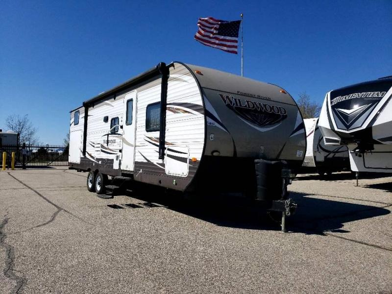 2017 Forest River Wildwood 30KQBSS - Sturtevant, WI - 13814A  - Burlington RV Superstore