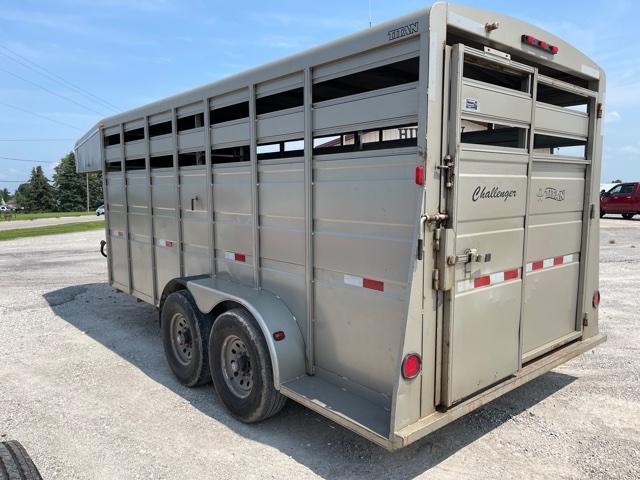 2007 Titan Trailers 16' gn Livestock Trailer
