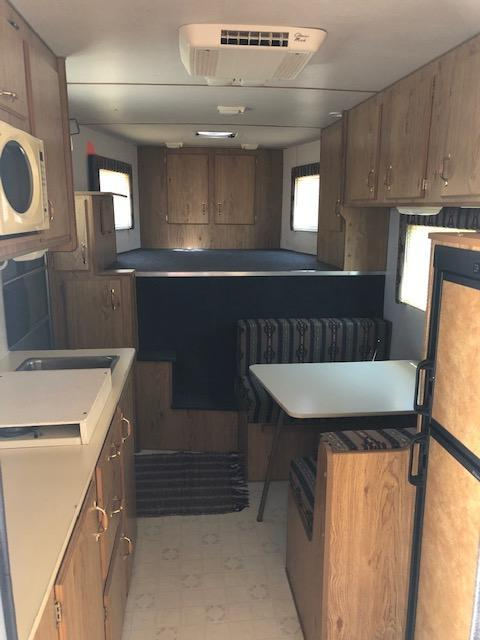 2002 Kiefer Built Kiefer Genesis 340 wkend Horse Trailer