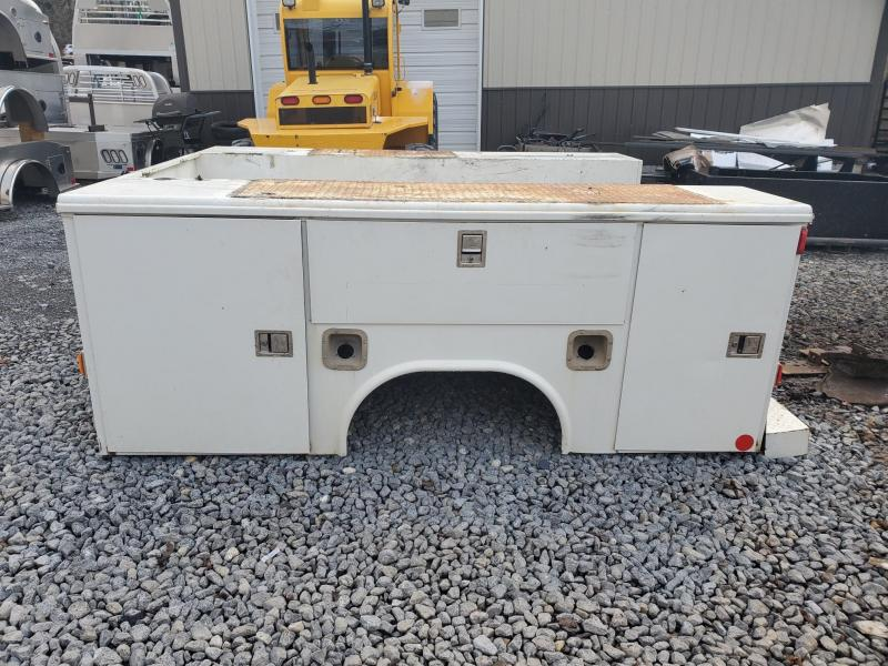 USED READING 9'4/97 Service Bed