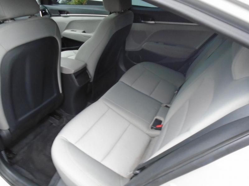 2017 Hyundai ELANTRA SE Car