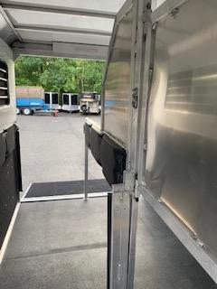 2021 Kingston Trailers Inc. Classic Elite Plus Horse Trailer