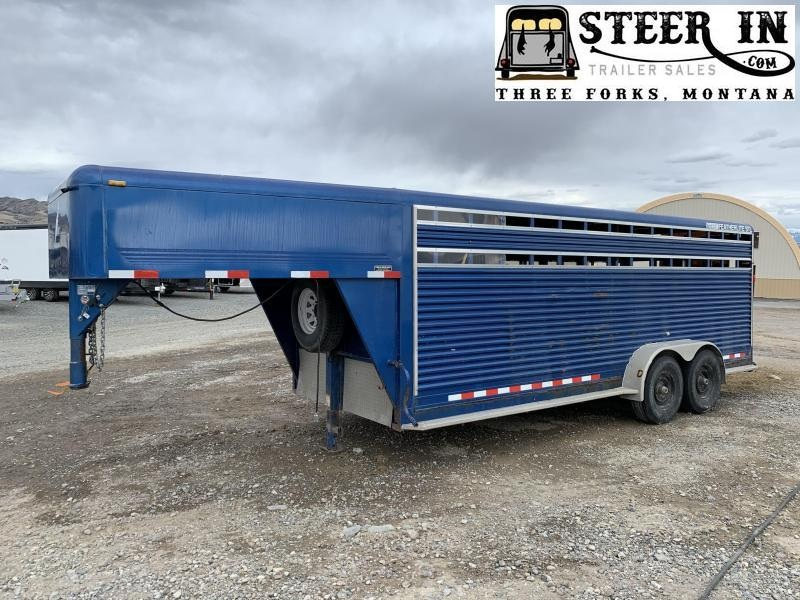 2005 Featherlite 20' Livestock Trailer