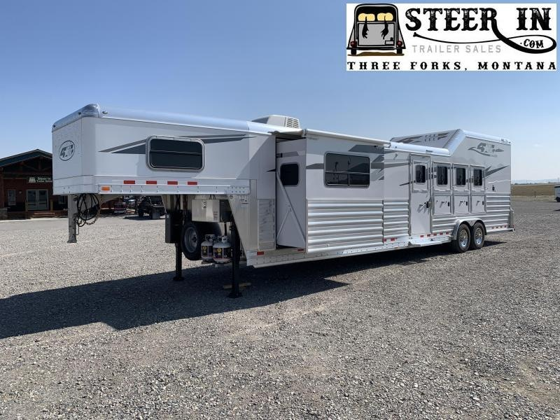 2021 4-Star Trailers Deluxe Horse Trailer