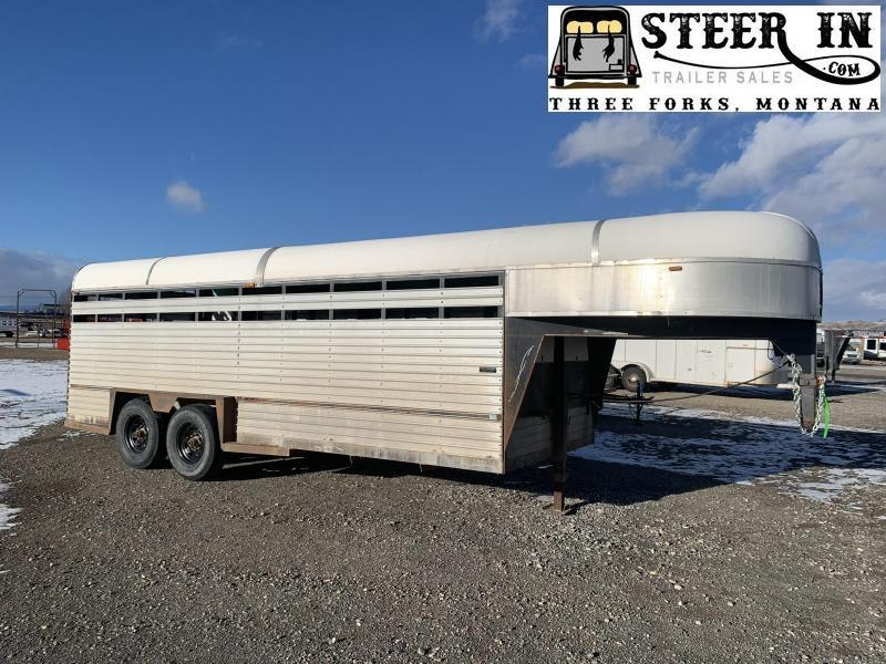 1989 Blair 20'  Livestock Trailer