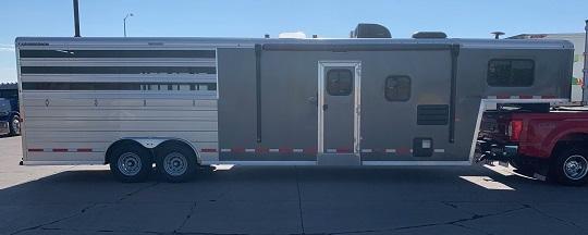 2020 Logan Coach Bullseye 7310 4H Combo Horse Trailer