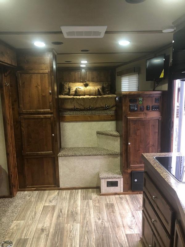 2022 Logan Coach 4 Horse Select Horse Trailer