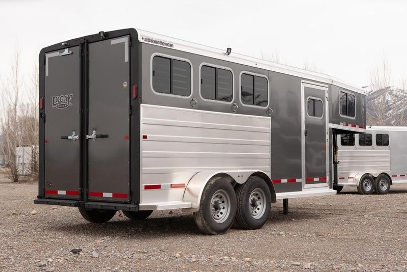 2021 Logan Coach BULLEYE Livestock Trailer