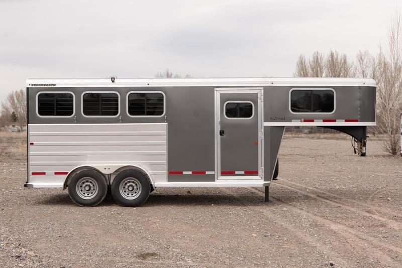 2021 Logan Coach BULLEYE Livestock Trailer