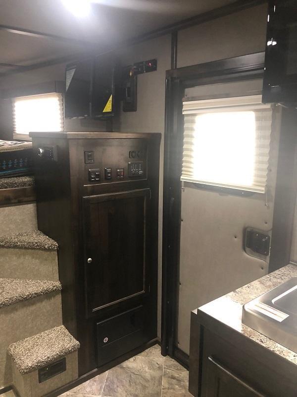 2021 Logan Coach Select 3H Horse Trailer