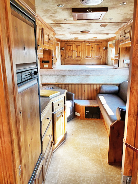 2008 Platinum 3 Horse Living Quarters Trailer