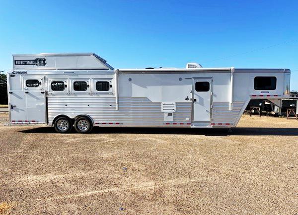 2021 Cimarron 4 Horse Living Quarters Horse Trailer