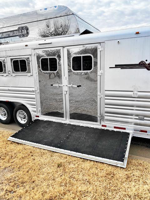 2007 Reverse Load Platinum 4 Horse Living Quarters Horse Trailer