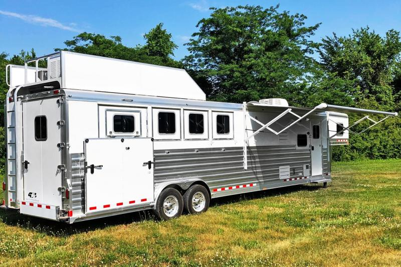 2021 4-Star 4 Horse Trail Boss Living Quarters Trailer