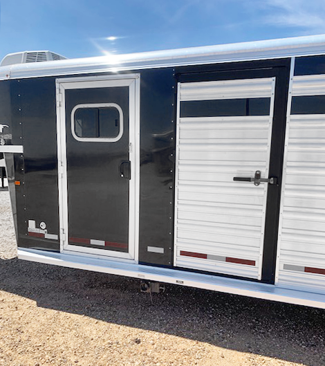 2017 Logan Coach Smart Tack Living Quarter Stock Trailer