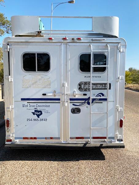 2007 Platinum 4 Horse Living Quarter Horse Trailer