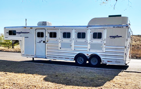 2007 Platinum 4 Horse Living Quarter Horse Trailer
