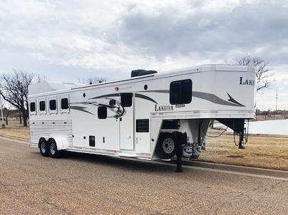 2016 Lakota 4 Horse Living Quarters Horse Trailer