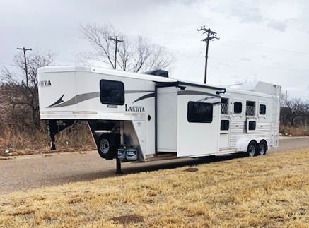 2016 Lakota 4 Horse Living Quarters Horse Trailer