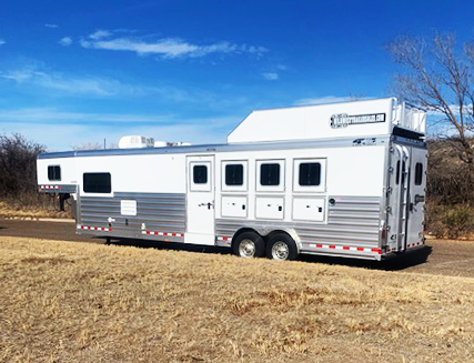 2021 4-Star 4 Horse Living Quarters Trailer
