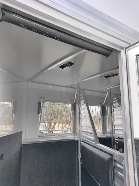 2020 Cimarron 4 Horse Living Quarters Trailer