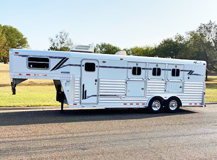 2004 4-Star 3 Horse Living Quarter Horse Trailer