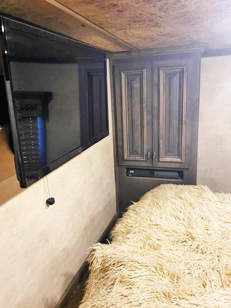 2016 Cimarron 3 Horse Living Quarters Horse Trailer
