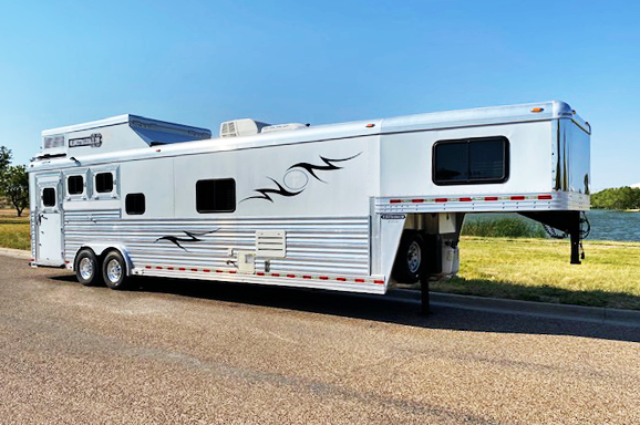 2009 Diamond D 3 Horse Living Quarters Trailer