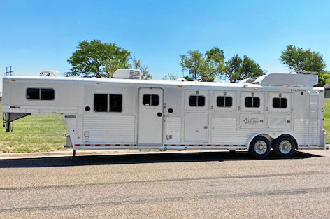 2004 Platinum Coach 4 Horse Living Quarter Horse Trailer