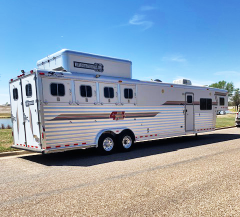 2005 4-Star 4 Horse Living Quarters Horse Trailer