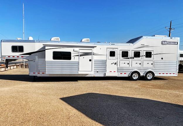 2020 4-Star 4 Horse Demo Version Living Quarters Horse Trailer