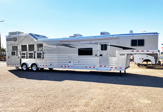 2020 4-Star 4 Horse Demo Version Living Quarters Horse Trailer