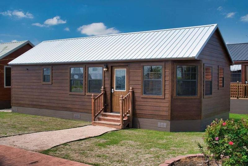 Leland Smokey Bear Cabin