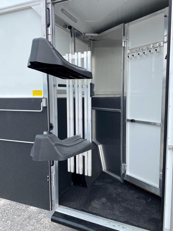 2022 Sundowner 8010 Horizon RS 2 Horse Trailer
