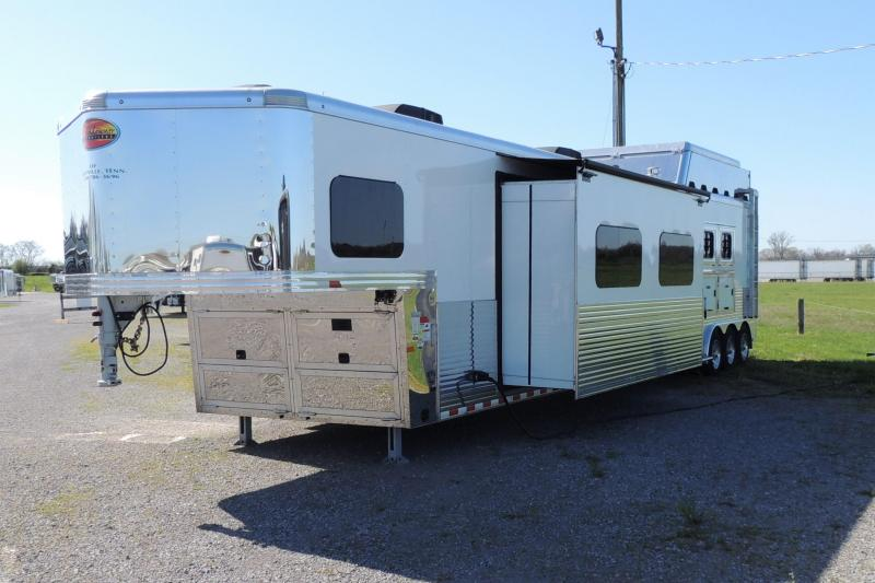 2019 Sundowner Horizon SE 8021 3 Horse Trailer
