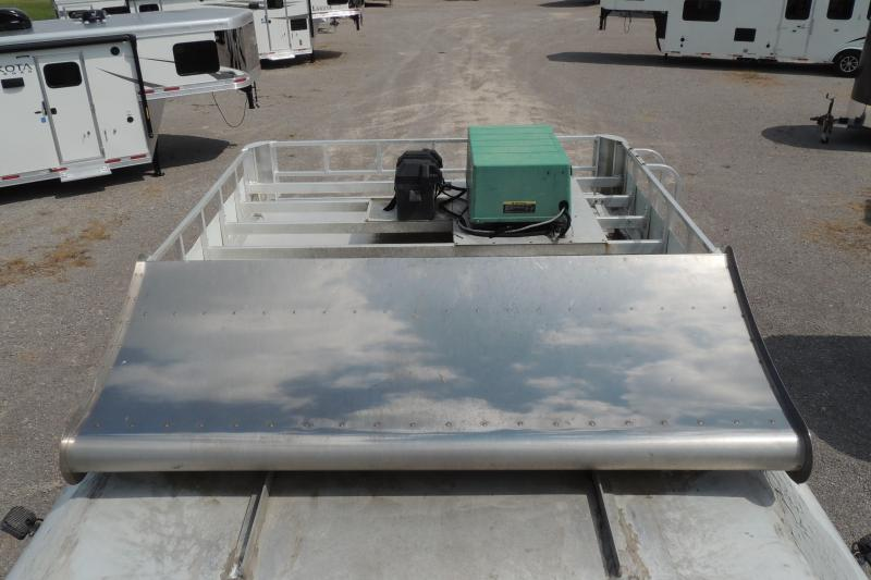 2002 Featherlite 8413 Living Quarters Horse Trailer