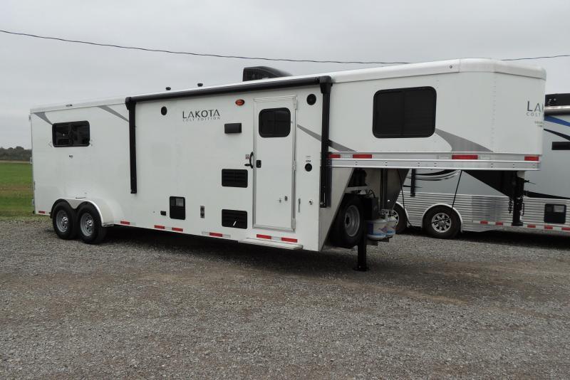 2021 Lakota Colt 309 Horse Trailer