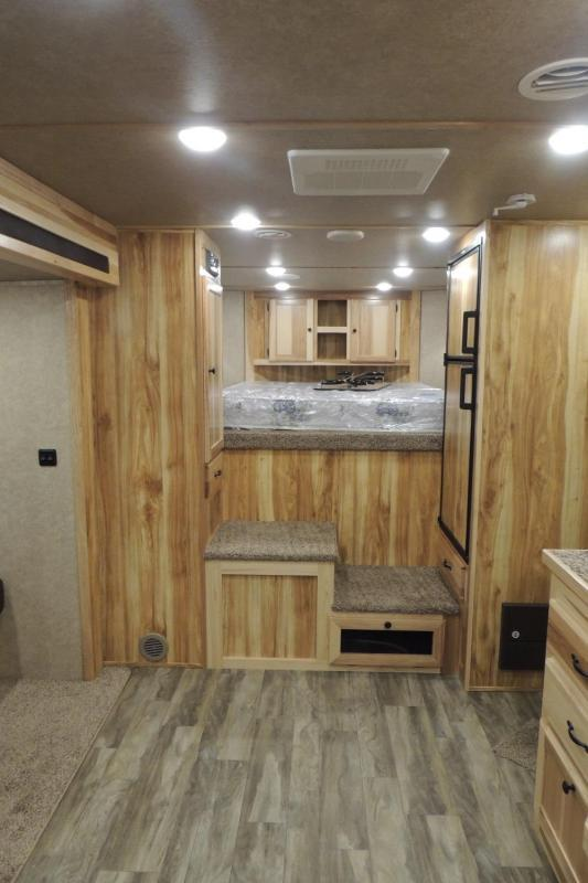 2022 Lakota Charger 8311 w/ 6 Slide Horse Trailer