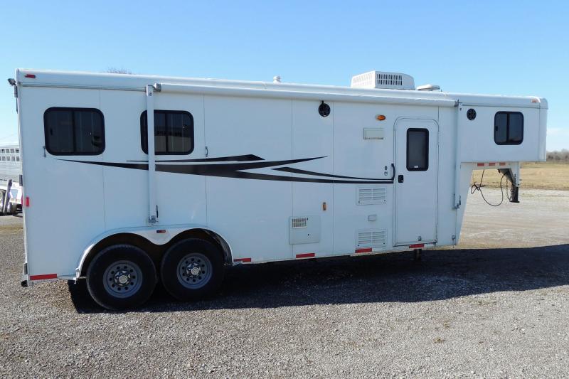 2012 Bison 7208 Trail Hand Horse Trailer