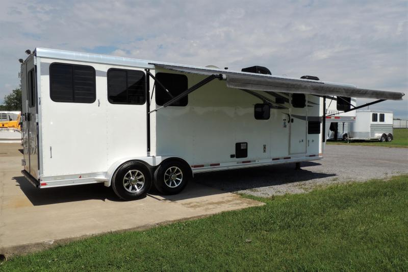 2018 Lakota 311 Charger w/ Slide Horse Trailer