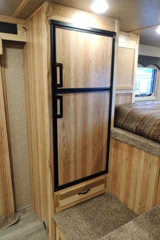 2021 Lakota Charger 8312 Slide Horse Trailer