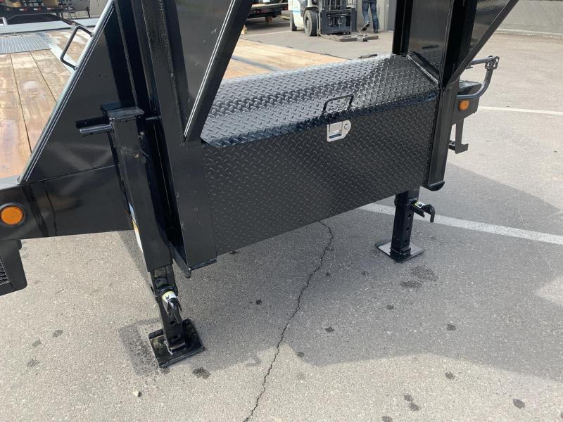 PJ 30' - Gooseneck Flatdeck with Duals (LD) Flatbed