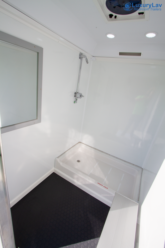 102 LuxuryLav WC Shower