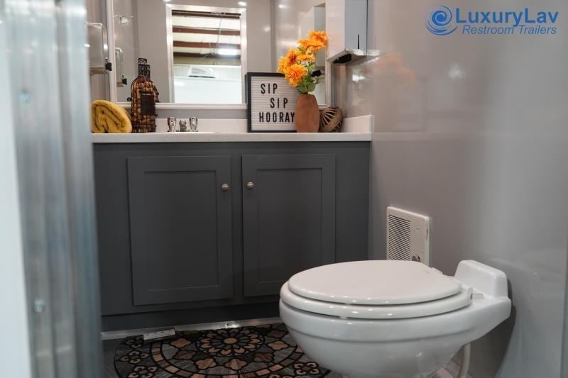 104 LuxuryLav 4 Stall OPT BT Restroom Trailer