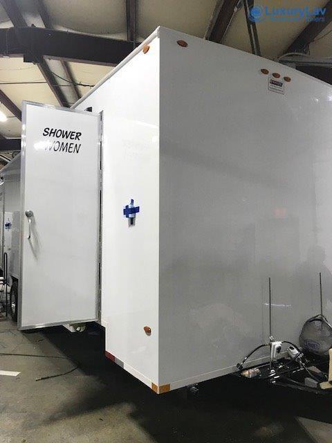 LuxuryLav 22' 8 Stall Shower 4WX4M